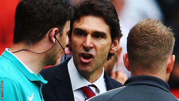 Aitor Karanka in dialogue with the referee