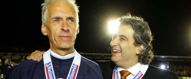 Barnet chairman Tony Kleanthous, right, in 2005, with then manager Paul Fairclough