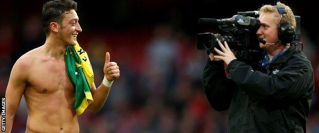 Mesut Ozil gives TV audience a thumbs up