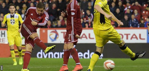 Peter Pawlett fires home to give Aberdeen a 2-0 lead against St Mirren at Pittodrie