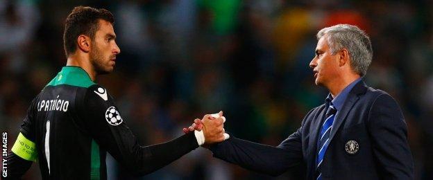 Rui Patricio shakes hands with Jose Mourinho