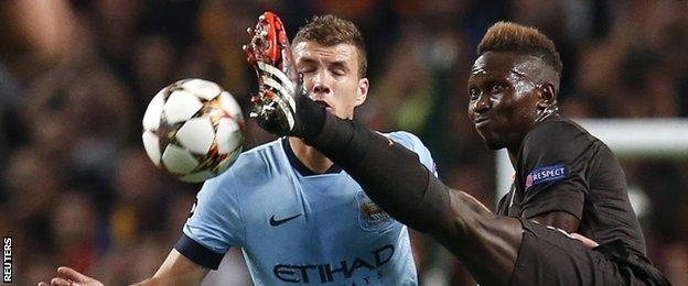 Edin Dzeko battles for the ball with Roma's Mapou Yanga-Mbiwa