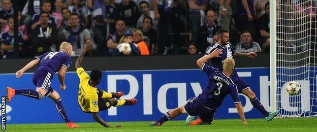 Adrian Ramos scores for Borussia Dortmund