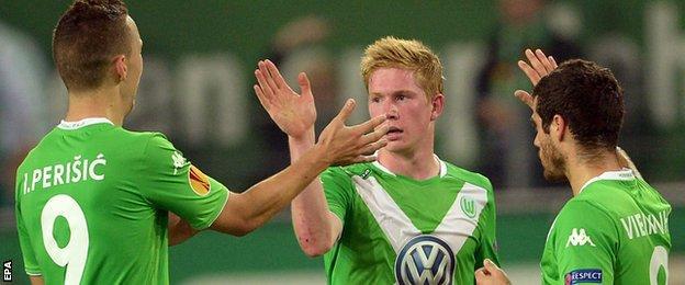 Wolfsburg's Kevin De Bruyne (centre) celebrates with team-mates