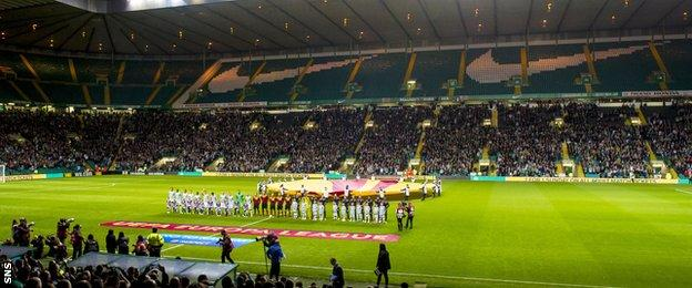 Celtic and Dinamo Zagreb line up at Celtic Park