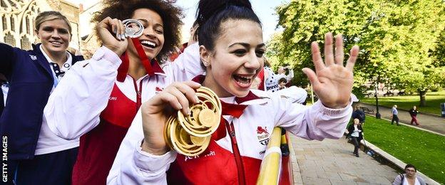 Fellow Bristolian and Commonwealth long jumper Jazmin Sawyers joins 'Frags' on the open top bus homecoming tour