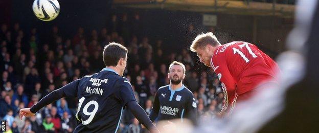 David Goodwillie heads Aberdeen's winning goal
