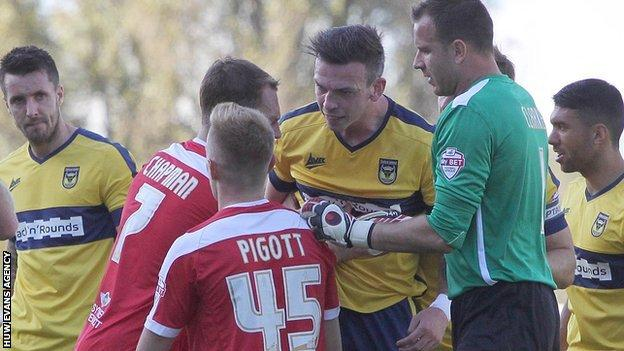 Michael Raynes of Oxford United screams at Joe Pigott of Newport County following a tackle