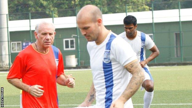 Mumbai City player Freddie Ljungberg (right) with manager Peter Reid
