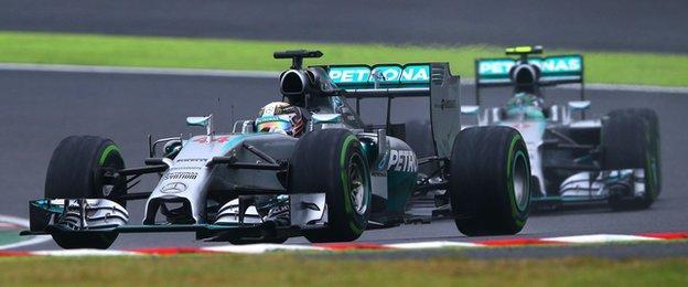 Lewis Hamilton overtakes Rosberg