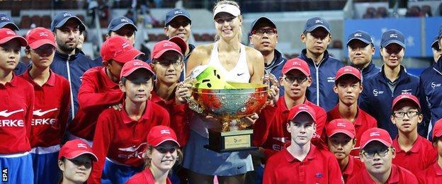 Maria Sharapova with the China Open trophy