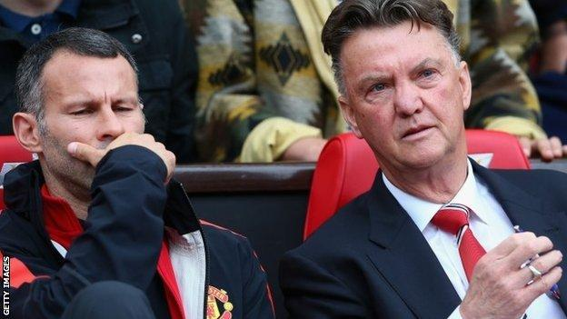 Louis van Gaal and Ryan Giggs on the Manchester United