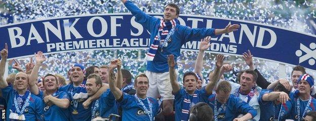 Shota Arveladze celebrates Rangers' Scottish Premier League title triumph at Easter Road in 2005