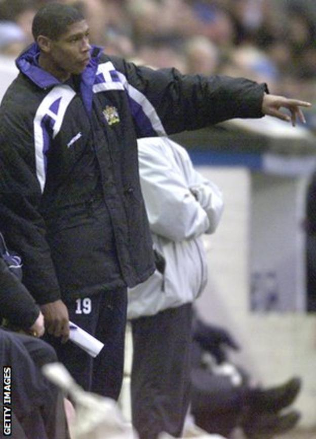 Carlton Palmer makes a point as manager of Stockport County in 2001