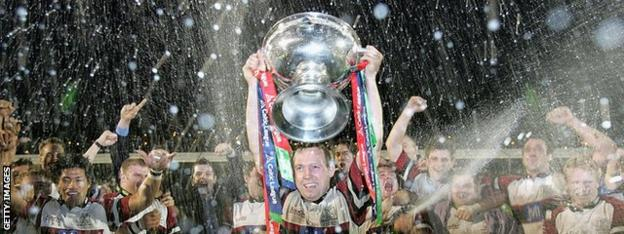 Ospreys celebrate as captain Barry Williams lifts the 2005 Celtic League trophy