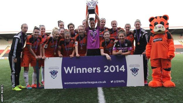 Glasgow City get their hands on the SWPL trophy