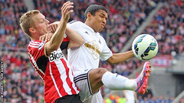 Jefferson Montero in action for Swansea against Sunderland