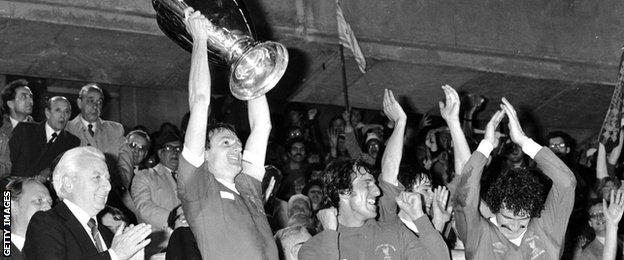 Phil Thompson lifts the European Cup