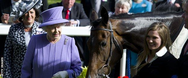 The Queen with Estimate after the filly won the 2013 Gold Cup at Ascot