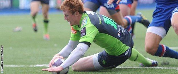 Rhys Patchell scores for Blues