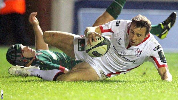 Tommy Bowe scores for Ulster against Leicester