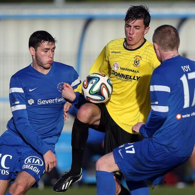 Dungannon's Jamie Glakin is challenged by Stuart Hutchinson and Raymond Foy of Ballinamallard United at Ferney Park