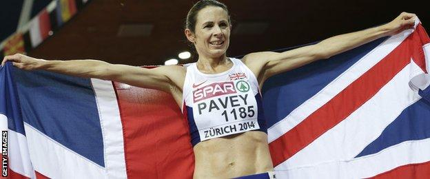 Jo Pavey celebrates her gold medal at the 2014 European Championships