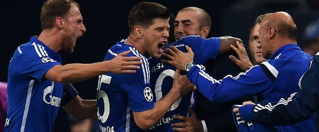 Schalke's 4-3 win over Sporting Lisbon moves them second behind group leaders Chelsea