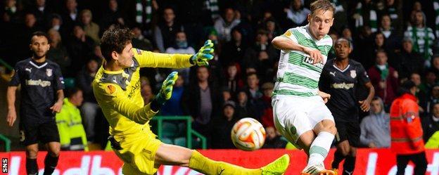 Norwegian midfielder Stefan Johansen buries the second goal for Celtic after a goalkeeper error