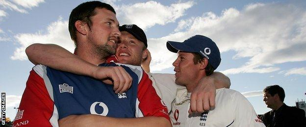 Geraint Jones (right) with Steve Harmison and Andrew Flintoff