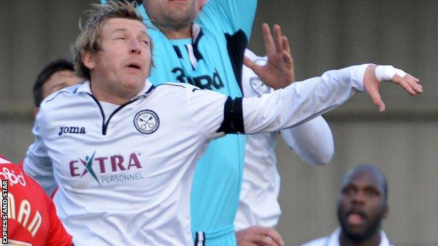 Norton United signed Micky Lennon from Hednesford Town