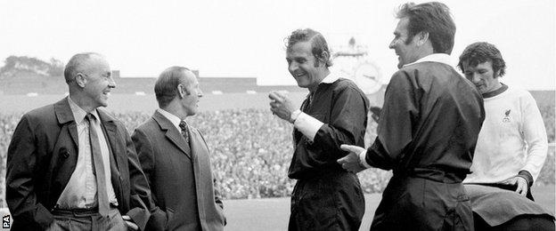 Referee Pat Partridge (second right) chats with Liverpool manager Bill Shankly (far left)
