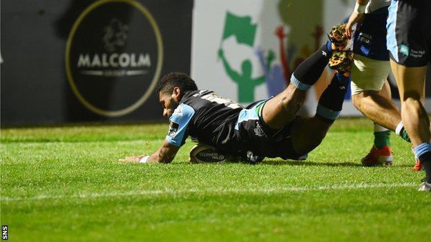 Niko Matawalu scores a try for Glasgow Warriors against Treviso