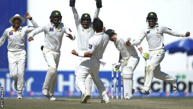 Pakistan celebrate the wicket of Steve Smith on the final day in Abu Dhabi