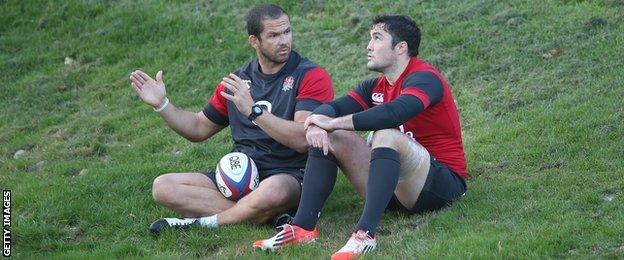 Andy Farrell (left) and Brad Barritt talk at England training