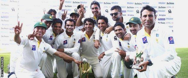 Pakistan celebrate their series win over Australia