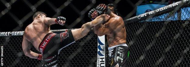 UFC: Michael Bisping throws a kick at opponent Cung Le
