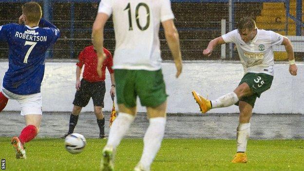 Jason Cummings scores for Hibernian against Cowdenbeath