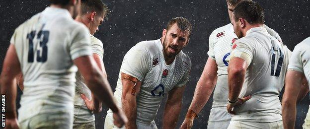 England captain Chris Robshaw looks on during the defeat by New Zealand