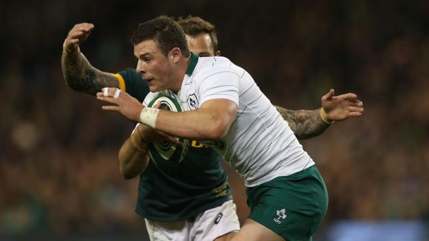 Ireland centre Robbie Henshaw attempts to escape the clutches of Francois Hougaard