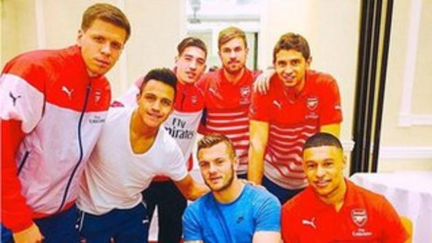 Alexis Sanchez and team-mates