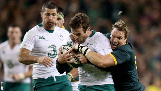 Jared Payne is halted by Jean de Villiers