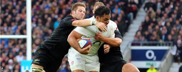 "England""s Billy Vunipola puts pressure on the New Zealand defence"
