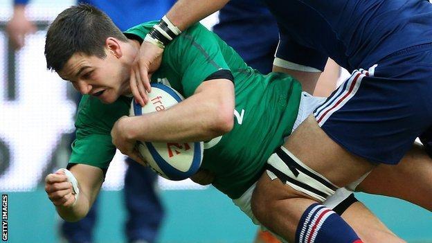Jonathan Sexton scores for Ireland against France