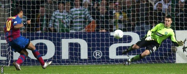 David Marshall saves Ronaldhino's penalty kick in Barcelona