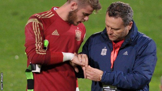 David De Gea dislocates finger during Spain training