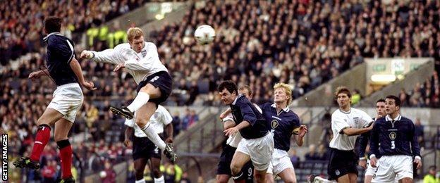 Paul Scholes scores against Scotland