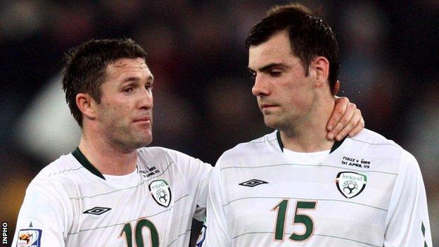 Robbie Keane and Darron Gibson of the Republic of Ireland