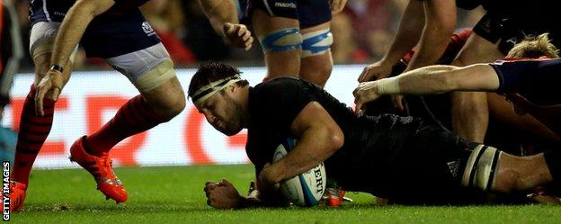 Jeremy Thrush scores a try for New Zealand against Scotland