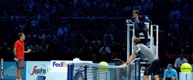 (l-r) Roger Federer, the umpire and Stan Wawrinka